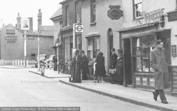 Photo of Aveley, High Street, Bus Stop c.1950
