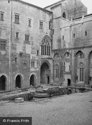 The Palace 1939, Avignon