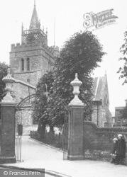 Aylesbury, Girls At St Mary's Church Gates 1927