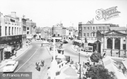 Aylesbury, Market Square And John Hampden Statue  c.1955
