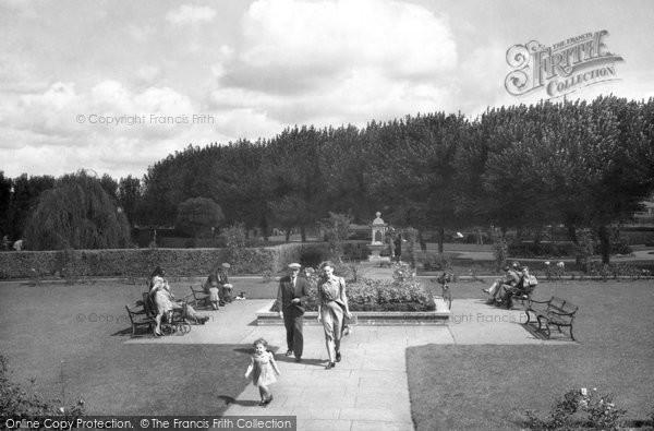 Photo of Aylesbury, The Vale Park c.1950