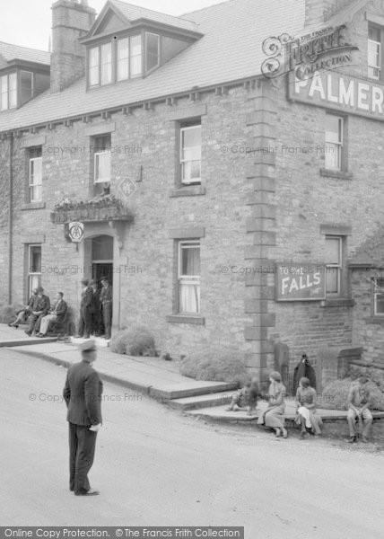 Photo of Aysgarth, People Outside Palmer Flatt Hotel 1932