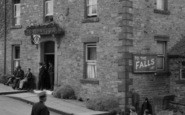 Aysgarth, People Outside Palmer Flatt Hotel 1932