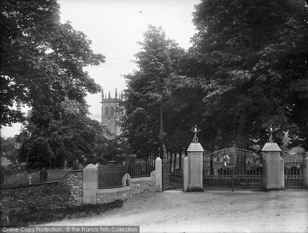 Photo of Aysgarth, St Andrew's Parish Church And Memorial Gates 1924