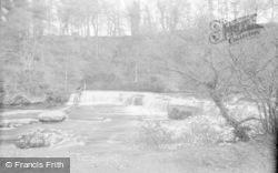 Aysgarth, Upper Falls And Banks c.1932