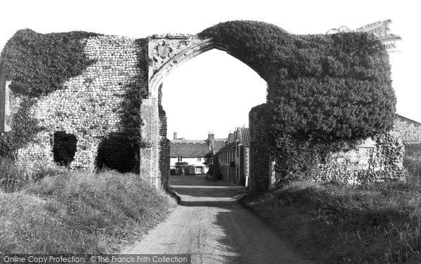 Photo of Bacton, The Gateway c.1955
