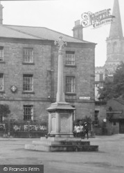 Bakewell, Memorial In The Square 1923