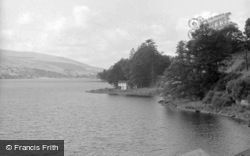 The Bungalow And Lake 1958, Bala