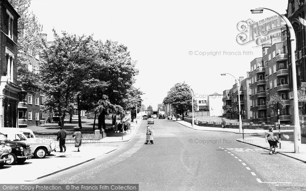 Photo of Balham, Balham Hill c1965