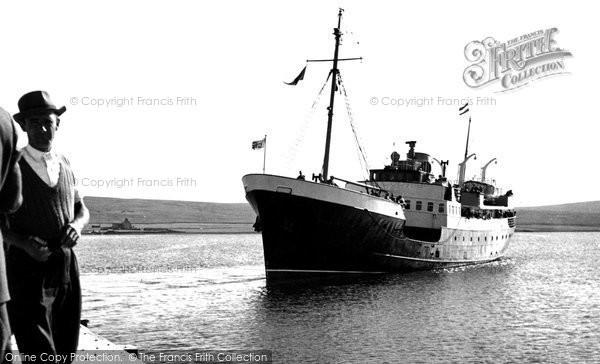 Photo of Baltasound, 'earl Of Zetland' Arriving c.1960