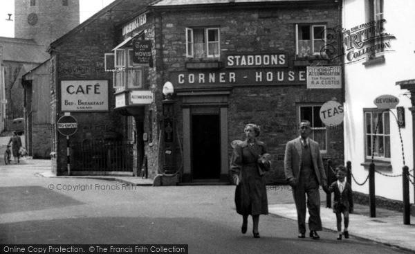 Photo of Bampton, Staddons Corner House c.1950