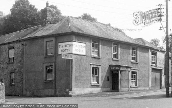 Photo of Bampton, Tiverton Hotel c.1955