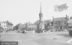 Banbury, Cross c.1960