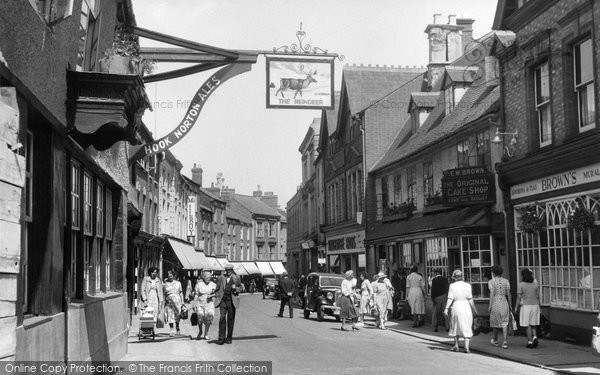 Photo of Banbury, Parson's Street, Ye Olde Reindeer And Original Cake Shop c.1955