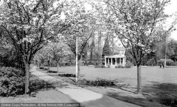 Photo of Banbury, People's Park c.1965