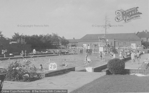 Photo of Banbury, The Swimming Pool c.1955