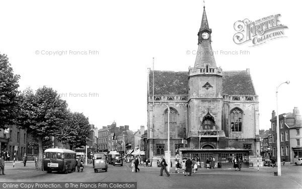 Banbury, Town Hall And High Street c.1955
