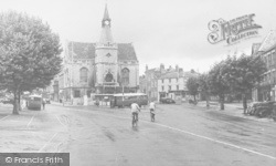 Banbury, Town Hall From Bridge Street c.1955