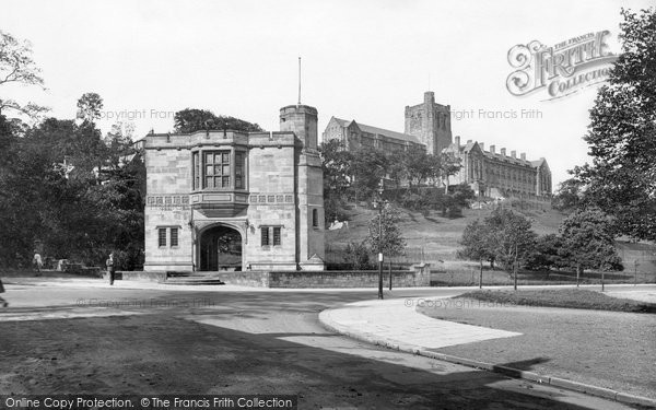 Photo of Bangor, North Wales Heroes' Monument And University 1930