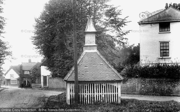 The Old Well, Banstead, 1903. Reproduced courtesy of The Francis Frith Collection