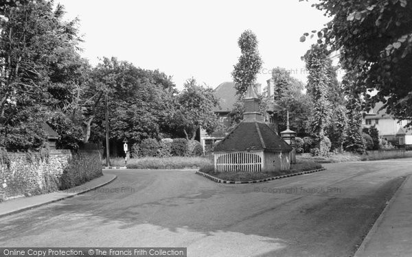 Photo of Banstead, The Olde Well c.1955