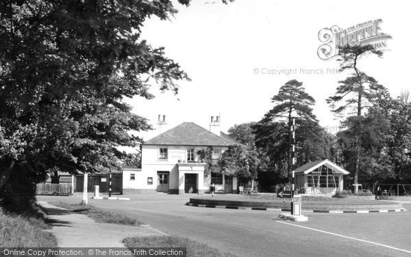 Photo of Banstead, The Victoria Hotel c.1960