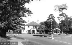 Banstead, The Victoria Hotel c.1960