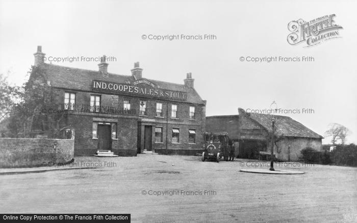 Photo of Barkingside, The Old Maypole Inn c.1910