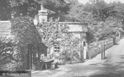 Barnard Castle, Abbey Bridge, Toll House 1903