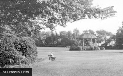 Barnsley, Locke Park c.1955