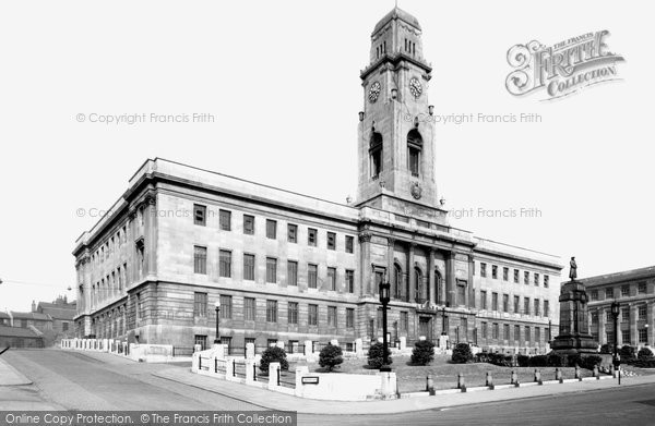 Photo of Barnsley, the Town Hall c1950