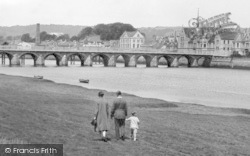 Barnstaple, A Family Walking Along The Taw 1929