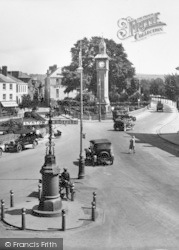 Barnstaple, Signpost In The Square 1929