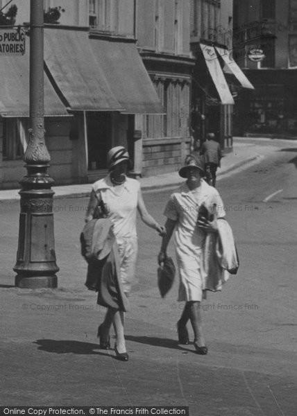 Barnstaple, Women Cossing The Square 1929