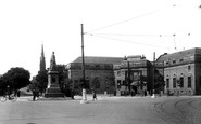 Barrow-In-Furness, Ramsden Square And Library 1924