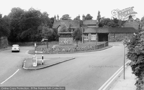 Barrow Upon Soar, The Village Sign And Island c.1965