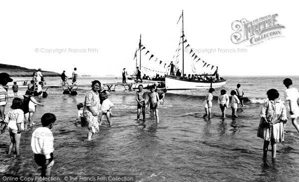 Photo of Barry Island, 'paddling' 1925