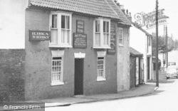 Barton Upon Humber, Wheat Sheaf Hotel, Holydyke c.1955