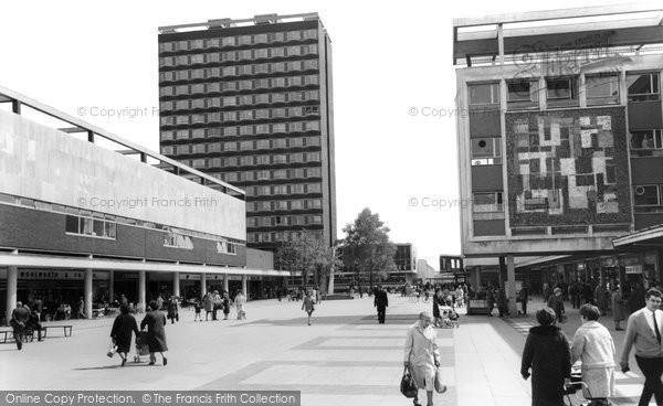 Basildon, Town Square c1965