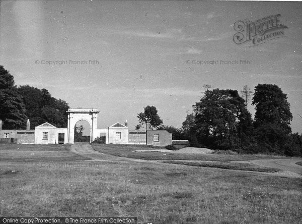 Batchworth Heath, Moor Park Gate c.1950