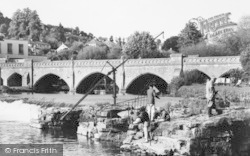Bathampton, Toll Bridge And Weir c.1960