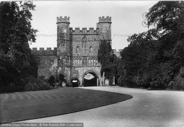 Battle, The Abbey Gateway 1910