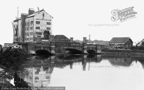 Battlesbridge, Bridge, Matthews' Mill And River Crouch c.1955