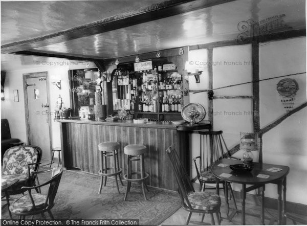Beare Green, The Saloon Bar, Dukes Head c.1965