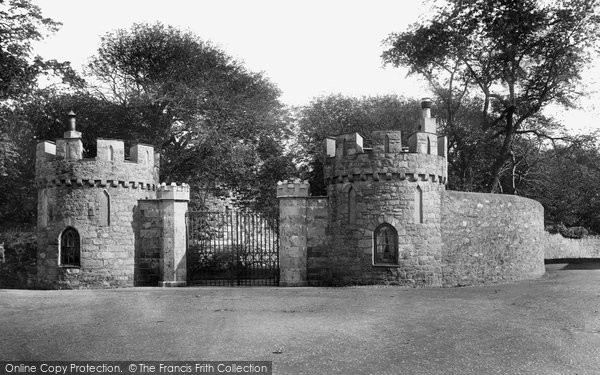 Beaumaris, Castle Entrance 1904