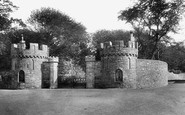 Beaumaris, Castle Entrance 1904
