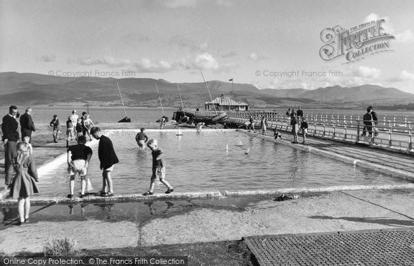 Beaumaris, The Paddling Pool And Pier c.1960