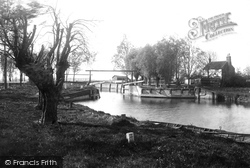 Beccles, Geldeston Locks 1894