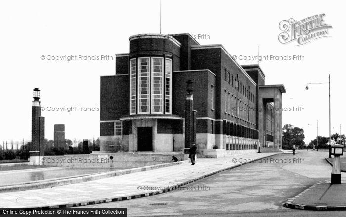 Photo of Becontree Heath, Civic Centre c.1950