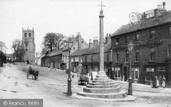 Bedale, Market Cross 1908
